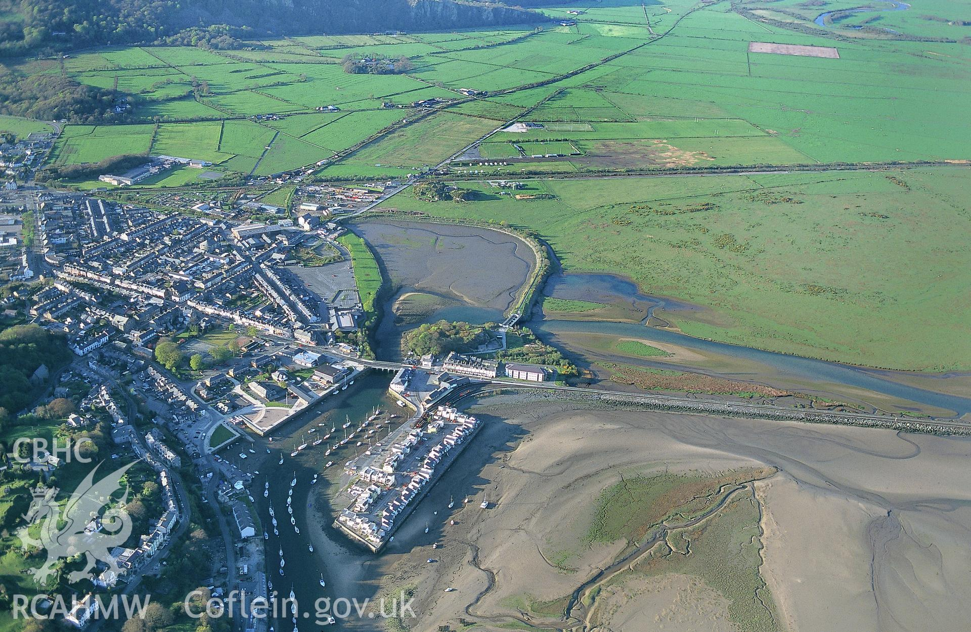 RCAHMW colour slide oblique aerial photograph of Traeth Mawr, Porthmadoc, taken by C.R.Musson on the 06/05/1996
