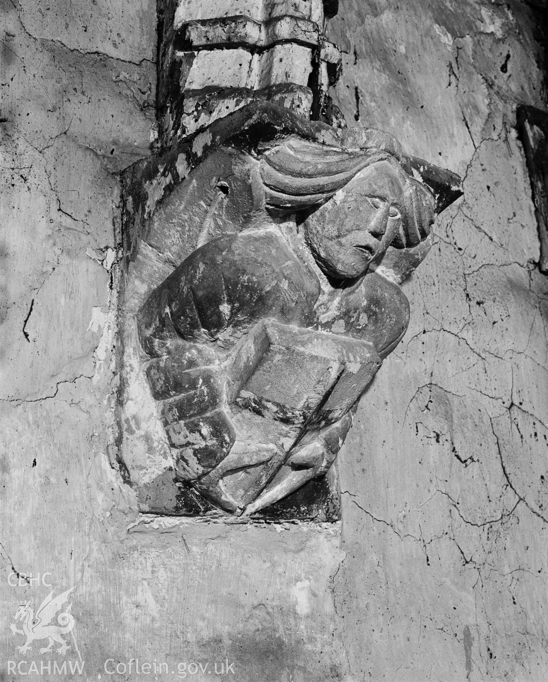 Interior, Corbel (13) Angel type 1 with shield. NA/MM/95/085