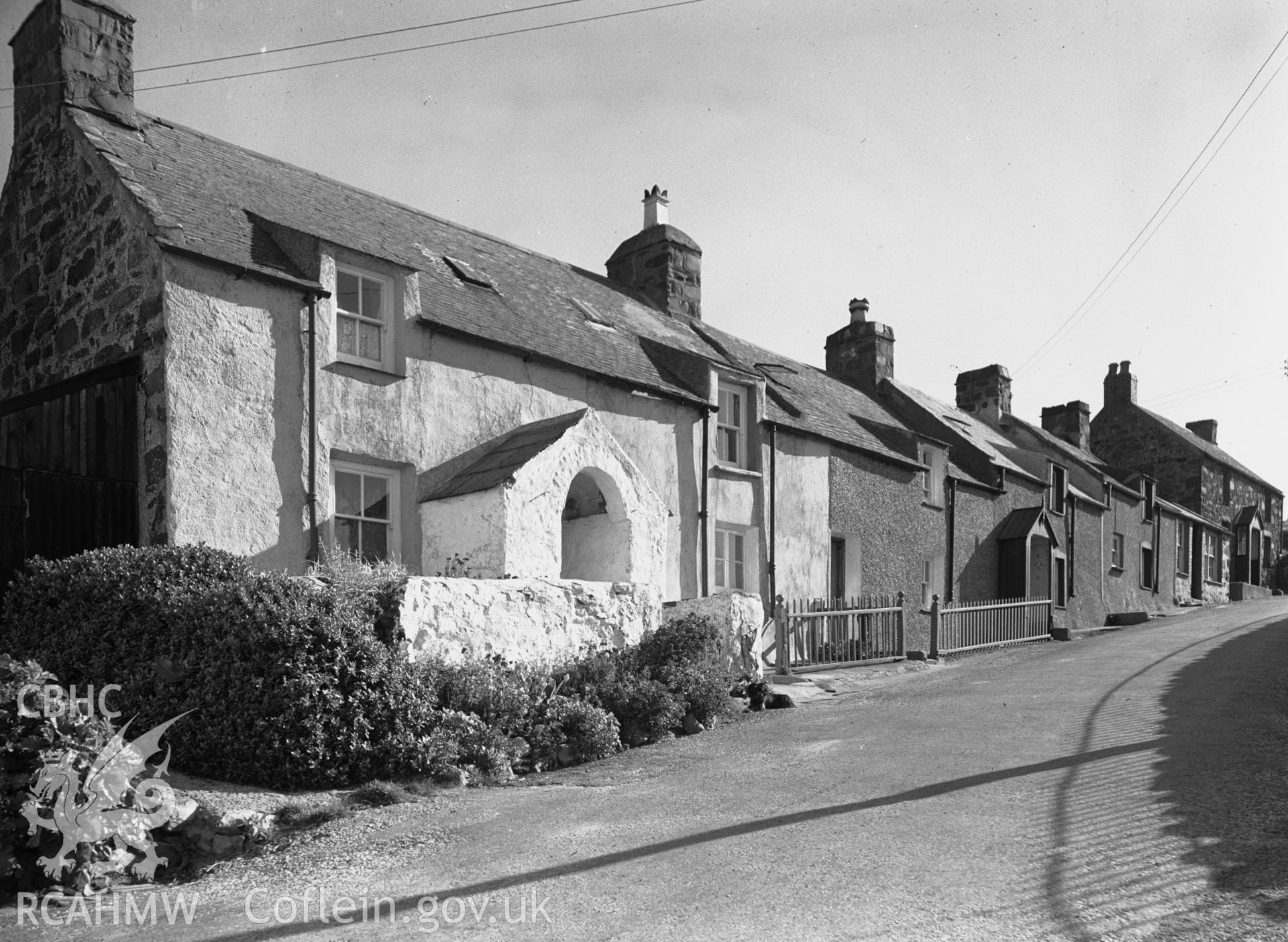 View of cottages on Rhiw Road.