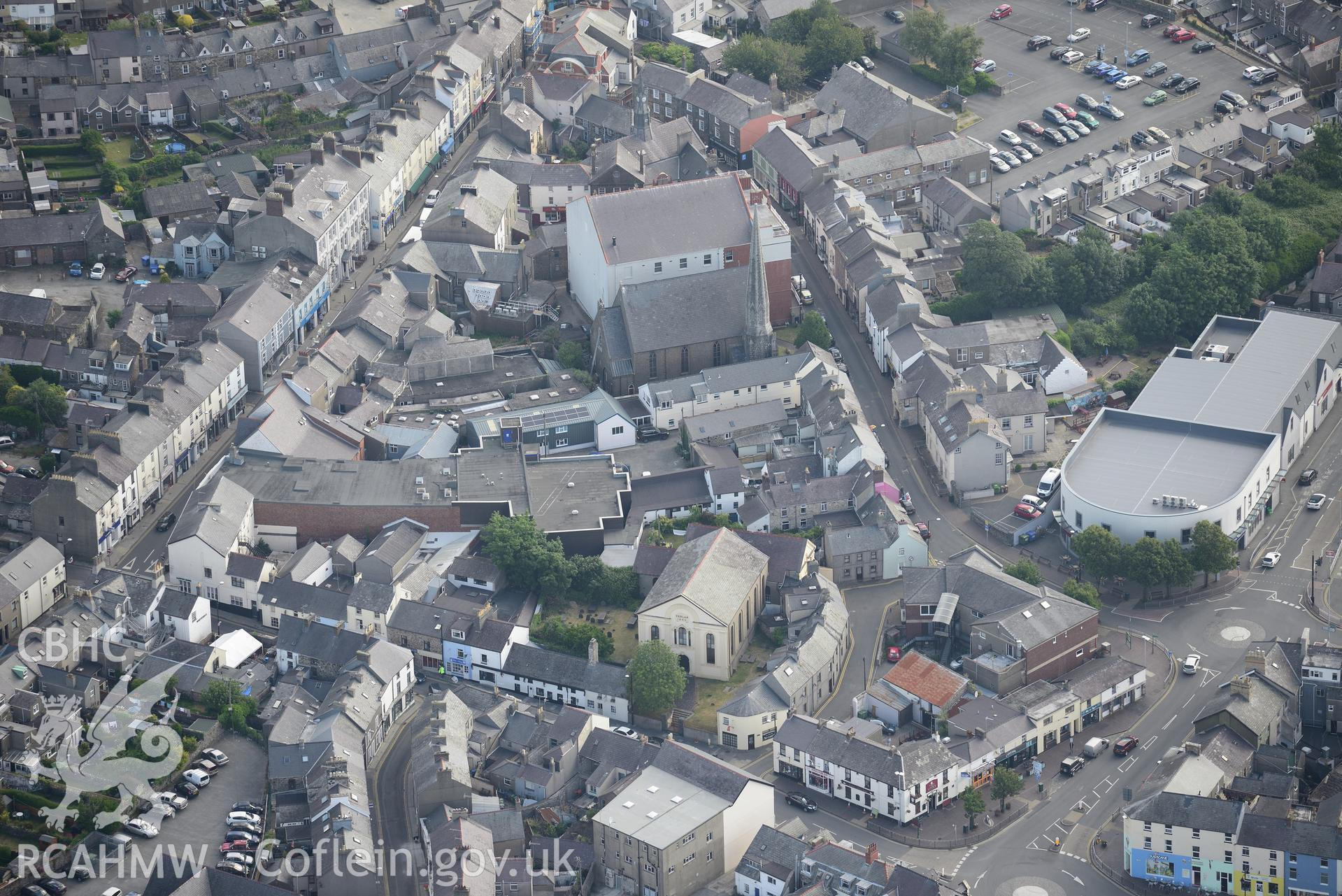 Pen-Lan Independent Chapel; Tabernacl Baptist Chapel, old Town Hall and new Town Hall (cinema), Pwllheli. Oblique aerial photograph taken during the Royal Commission's programme of archaeological aerial reconnaissance by Toby Driver on 23rd June 2015.