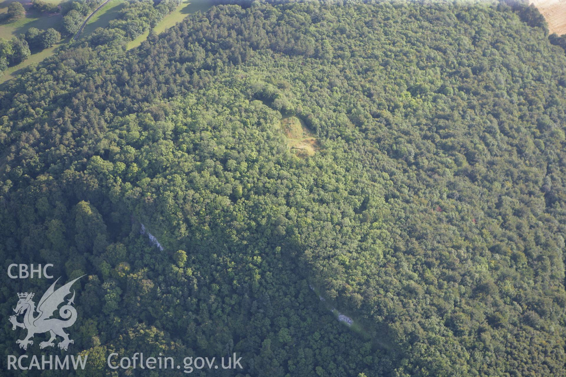 RCAHMW colour oblique photograph of Castell Cawr. Taken by Toby Driver and Oliver Davies on 27/07/2011.