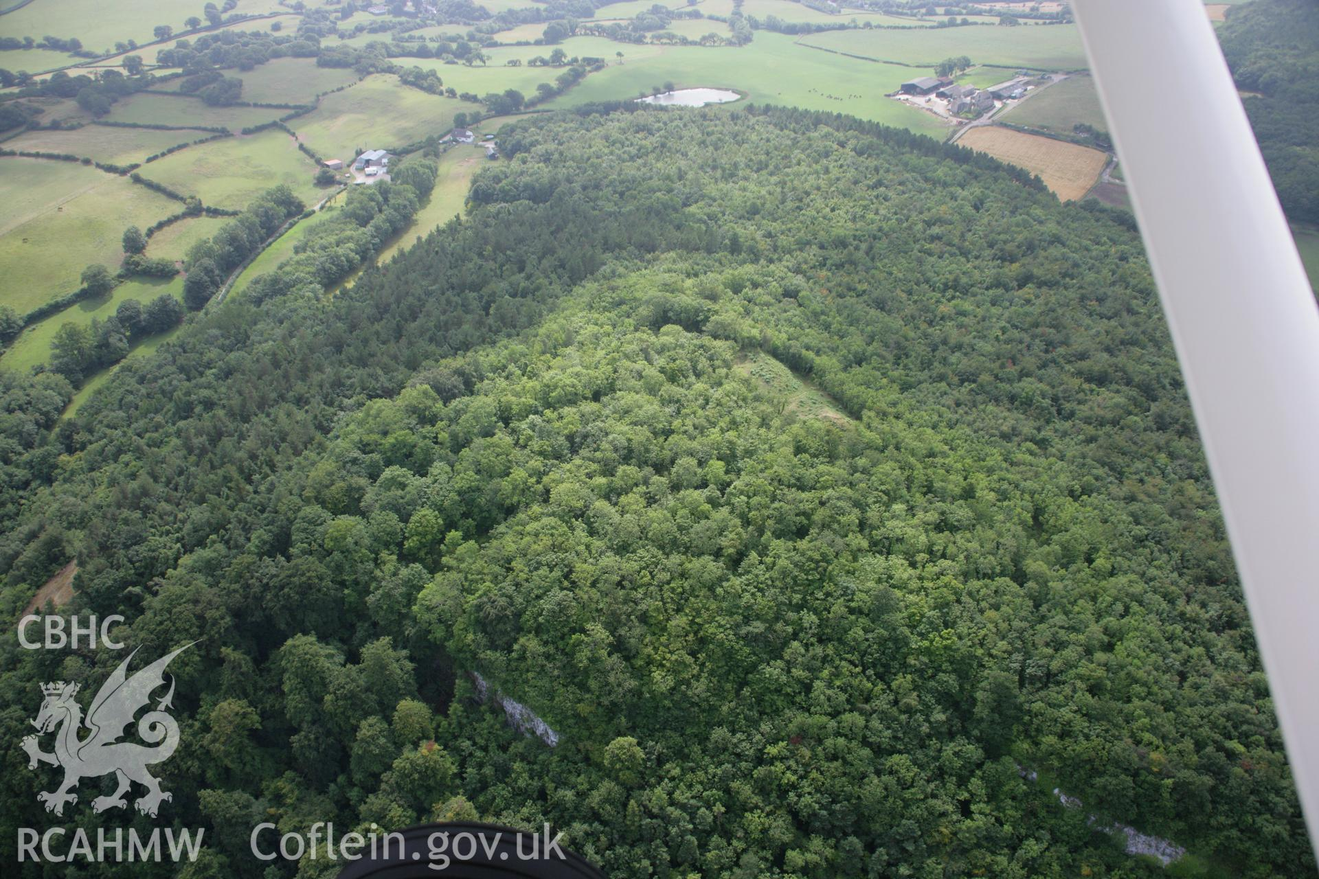 RCAHMW colour oblique aerial photograph of Castell Cawr. Taken on 14 August 2006 by Toby Driver.
