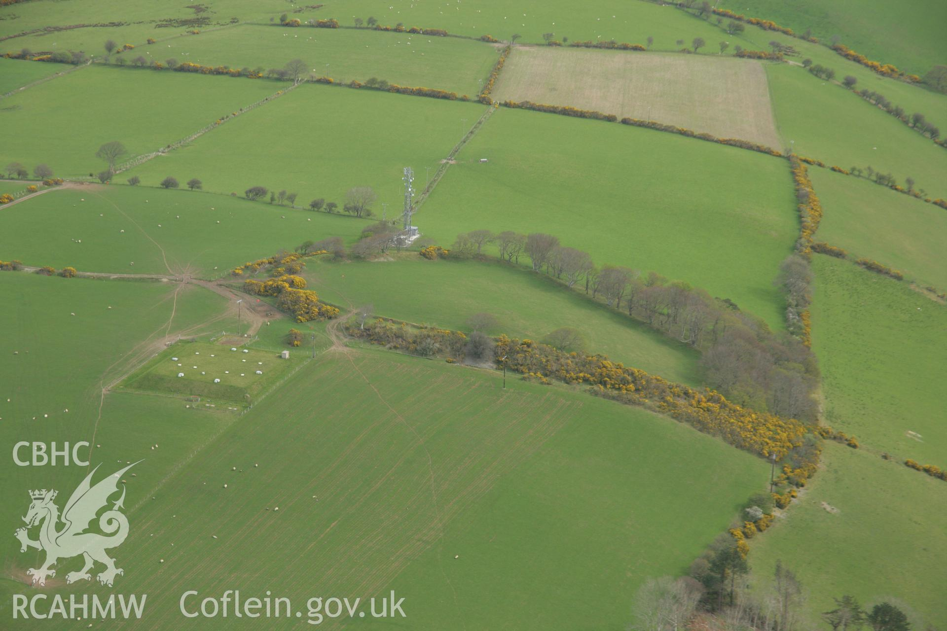 RCAHMW colour oblique aerial photograph of Hilltop Enclosure at Hen Gaer. Taken on 17 April 2007 by Toby Driver